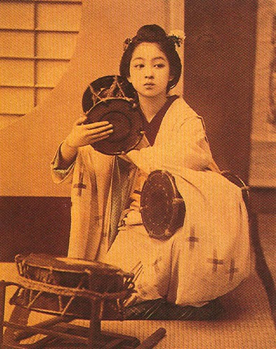 Vintage Geisha, scanned from a book by rosewithoutathorn84