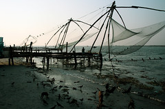 Chinese Fishermen's Nets (alwaysforward) Tags: india indian kerala trophy kochi kochin fortkochi mywinners abigfave ilovemypic alwaysforward chinesefishermensnets