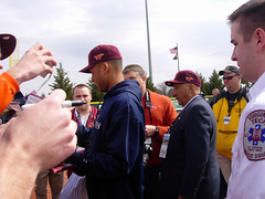 Jeter Signing For Students (boomcha7) Tags: orange college campus virginia march baseball cloudy maroon crowd yankees vt newyorkyankees autographs jeter blacksburg virginiatech hokies derekjeter 31808 englishfield