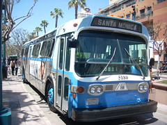 Santa Monica's Big Blue Bus New Look at Third Street Promenade, front right view (LA Wad) Tags: california bus gm publictransit publictransportation santamonica fishbowl transportation transit promenade masstransit shoppingcenter southerncalifornia newlook thirdstreetpromenade bigbluebus masstransportation losangelescounty 5180 smmbl downtownsantamonica