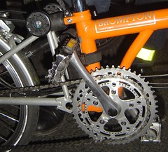 Two manual chainrings in Brompton (Vinvin F) Tags: brompton chainrings