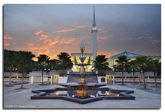 Masjid Negara (DanielKHC) Tags: sunset smart digital high nikon dynamic objects mosque national malaysia kuala range dri increase hdr masjid lumpur negara blending d300 sigma1020mm themoulinrouge dynamicrangeincrease danielcheong danielkhc