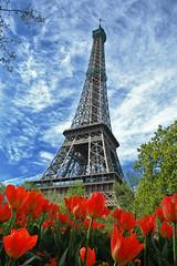 Eiffel & Flowers (RominikaH) Tags: paris france flores rojo eiffel cielo torreeiffel tulipanes rominikah