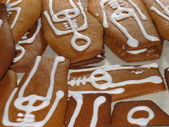 Biscuits of Death (Cookies of Death) (muuranker) Tags: charity skeleton death woking cookie cemetary biscuit coffin diabetes brookwood goldenglobe momentomori dogood insulinpump