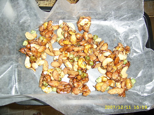 Spicy nut brittle
