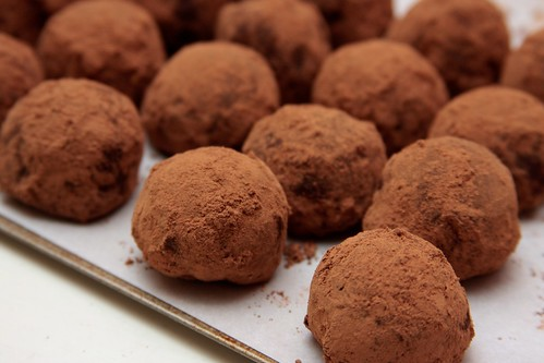 plain truffle with coccoa powder dusting