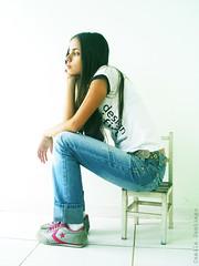 (Camilssima) Tags: girl design grande chair child graphic small tenis moa garota menina allstar cabelo pequena grfico cadeira cadeirinha