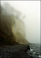 island of rgen (fhnr) Tags: 2001 cliff mist nature fog germany landscape nebel natural grain balticsea ostsee mecklenburgvorpommern kreidefelsen chalkstone superiareala100 islandofrgen fhainer