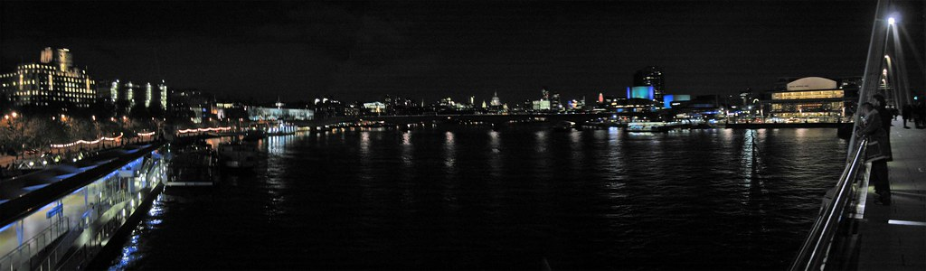 Memorial-Bride-over-River-Thames-night-view-panorama