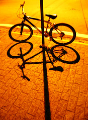 Bicicleta (Eli K Hayasaka) Tags: brazil bike brasil fb sãopaulo bicicleta sampa getty vehicle soe gettyimages facebook grafismo byke graphism blueribbonwinner veículo duetos hayasaka diamondclassphotographer elikhayasaka spphotofest