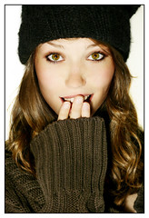 something unexpected on a winter day (hannes.trapp) Tags: portrait woman girl beauty face canon eos hannes model eyes shoot sandra cap portraiture shooting beanie bonnet tuque pullover shocked trapp 50mmf18 400d hannestrapp img1119143jpg