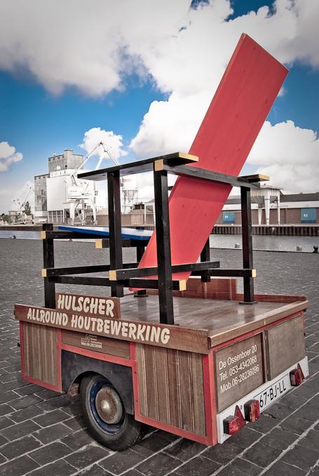 Rietveld stoel onder Hollandschen lucht