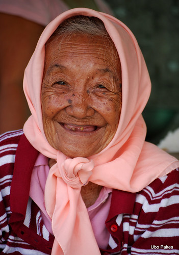lovely old woman by ubo_pakes