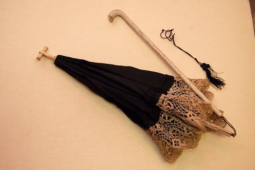 Фото зонтиков, они до сих пор продаются на антикварных аукционах.