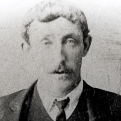 Elias Jones