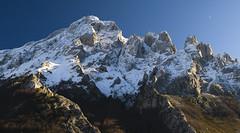 Cueto Tejao desde las Invernales del Texu (jtsoft) Tags: mountains landscape asturias olympus picosdeeuropa e510 cabrales zd50200mm jtsoftorg