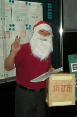 扮聖誕老人,在街上募款的瑞賓(2008也要結婚囉!)
