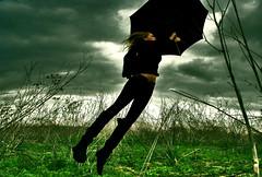 (Miss C*) Tags: flores girl lluvia rojo rubia campo paraguas mistery luzazul luzroja cuelo mrpan sygvie