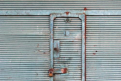 Shuttered and Locked por designwallah.