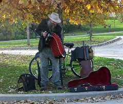 Music by The Falls (MNkiteman) Tags: minnesota minneapolis twincities minnehahafalls accordianplayer hennepincounty tc063