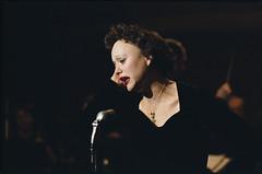 Marion Cotilliard como Edit Piaf