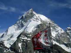 J6 : Le Cervin /Matterhorn (4478m) (twiga269  FEMEN) Tags: mountain montagne schweiz switzerland suisse flag route matterhorn wilderness om montaa wallis cabane haute valais refuge alpinisme drapeau onthetop twiga cervin cervino hauteroute chamonixzermatt mountainsalps  walliser elevation40004500m bertol altitude4478m summitmatterhorn schonbiel summitcervino  allibert p408 twiga269 summitcervin facenorthwest alliberttrekking
