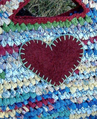 tasket (heart closeup)