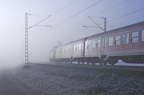 Bahn im Nebel