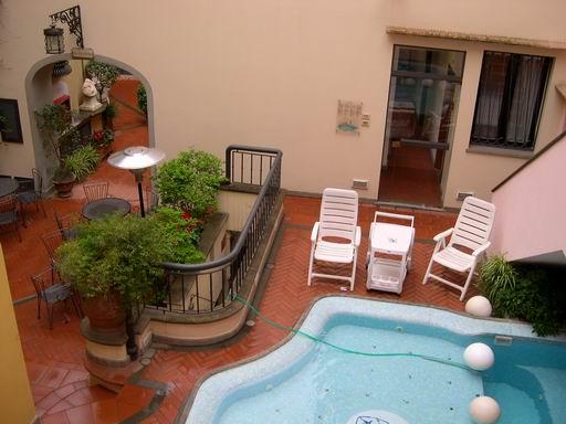 翡冷翠飯店的按摩泳池