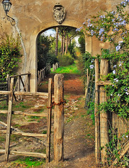 Path to fairyland (ZARYLLA) Tags: italy fence bravo gate path soe aclass nikond200 mywinners abigfave impressedbeauty aplusphoto diamondclassphotographer flickrdiamond excellentphotographerawards searchandreward