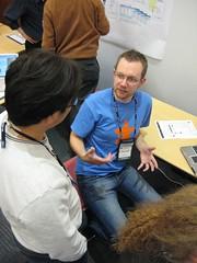 Tom discusses Revyu (Dunkoman) Tags: tom poster korea busan hak lae iswc2007 ixus70 revyu