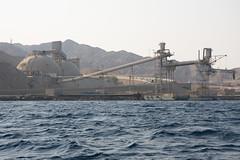 Mineral (Dani3D) Tags: sea docks dock barco ship redsea jordan aqaba jordania muelles marrojo viajesiriayjordania2007