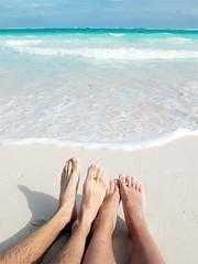 feet @ the beach (inga.anger) Tags: vacation holiday carribean karibik strand beach mexico peninsula yuccatan sand ocean coral reef feet toes mayan