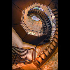 Ascension (Vesuviano - Nicola De Pisapia) Tags: italy scale up stairs easter italia torre verona upwards downwards pasqua veneto themoulinrouge firstquality discesa photographia ascensione ascesa abigfave platinumphoto vesuviano discension percorsiurbaniof discensione