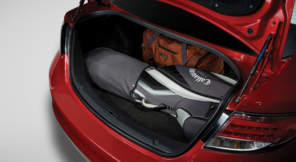 spacious trunk of the MAZDA6