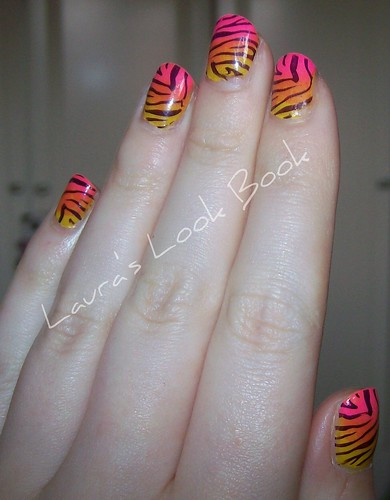 gradient tiger print nail art