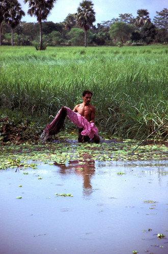 Small-scale fisheries, Bangladesh. Photo by Mark Prein, 2006.