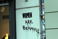 Admiration of women (Fuhirees) Tags: street summer macro berlin germany lens tv 85mm usm f18 ef 2013