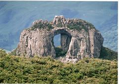 Pedra Furada - Urubici (SC) (FOTONICO.BR) Tags: digitalcameraclub addictedtoflickr colorphotoaward aplusphoto flickrestrellas diaadiabrasileiro 196543873jx882b