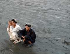 pukhtoun at seaview (Kamran Nafees) Tags: pakistan relax sitting brothers watching culture karachi freinds seaview pathans aplusphoto pucktoun