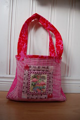 A Very Pink Flamingo Bag now finished – voila!