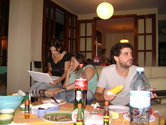 Chateando en la mesa (Ricky Esteves) Tags: leandro lu