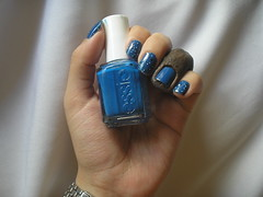 Quadrado Azul (Colorama) + Mezmerised (Essie) + Misturinha P&B (Colorama) (Daniela nailwear) Tags: quadradoazul formaemcor colorama azul cremoso mezmerised essie glitter pb pretoebranco esmaltes esmalteimportado mãofeita