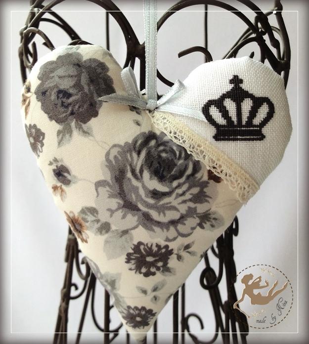 crown heart_by Nina_2011May