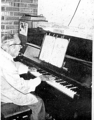 O velho pianista num restaurante em Paranagua 1505201461_e8a19cc53f