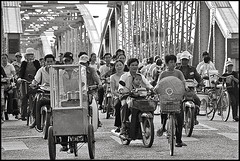 Everybody on the Bridge (sistereden2) Tags: bridge people vietnam hue trangtienbridge lptraffic