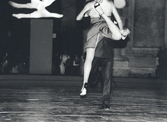 Milonga is Coming (Mohav [Trafficante di Sarde]) Tags: blackandwhite dance tango biancoenero ballo milonga dancecontest astorpiazzolla fujineopan traditionalphotography bnspettacoli bwartaward fotodiscenaof fotografiatradizionale