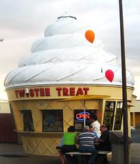 Twistee Treat (JennRation Design) Tags: balloons icecreamcone twisteetreat