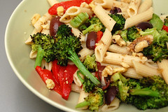 roasted broccoli pasta (monika dabrowski) Tags: nikon walnuts broccoli vegetarian peppers penne roasted almostvegan kalamataolives organicsugar d40 everydayfood