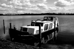Boat (Gert *1957*) Tags: sky lake water canon boot rebel boat meer picasa lucht plas hemel